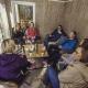 7 fagpersoner i samtale i tretopphytte