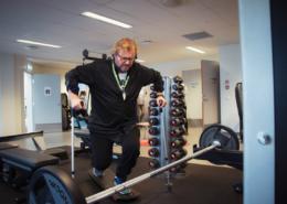 Ole Petter Ramfjord trener på treningssenter