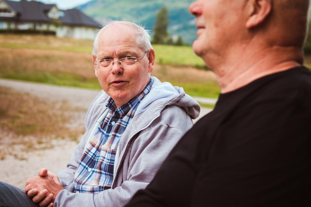 Egil Skogestad samtaler med Ånen som sees i forgrunnen
